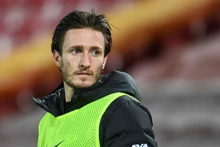 Ben Davies Belum Menyerah Geser Bek Berpengalaman The Reds